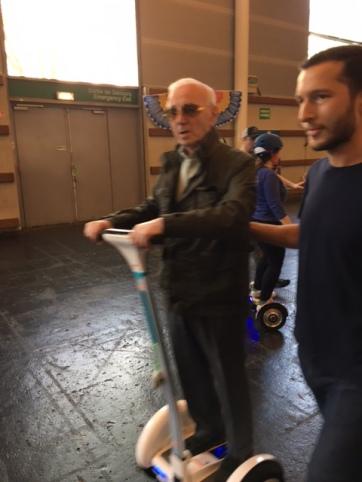 Petites_aventures_foire-de-paris-Charles-Aznavour-Hoverboard